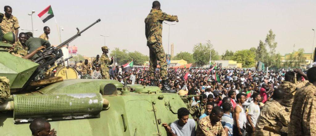 Soudan, l'armée renverse le pouvoir